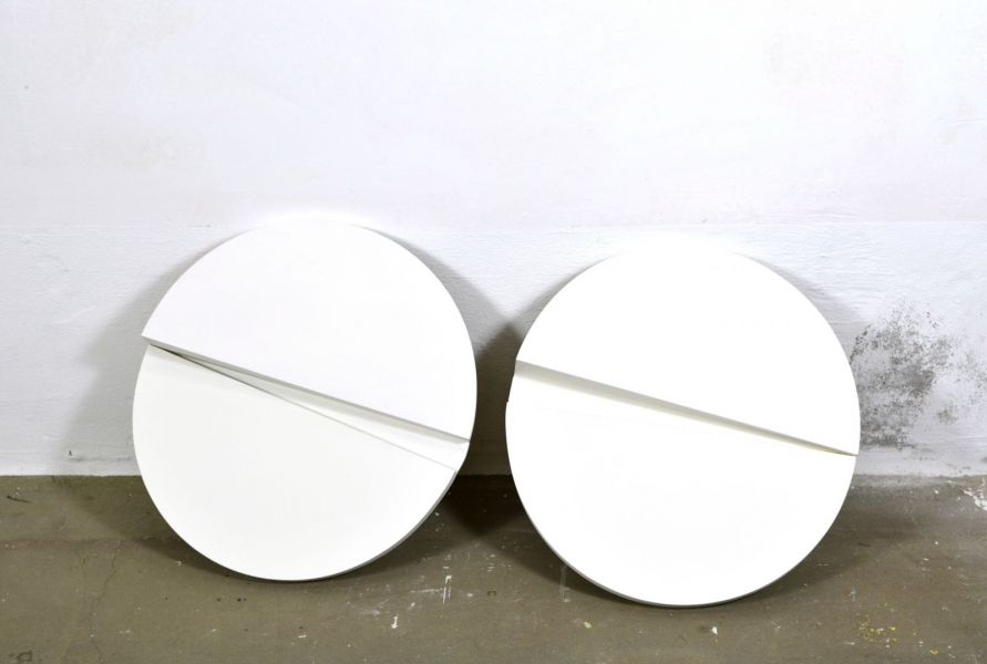 space-circular segments-white color on wood